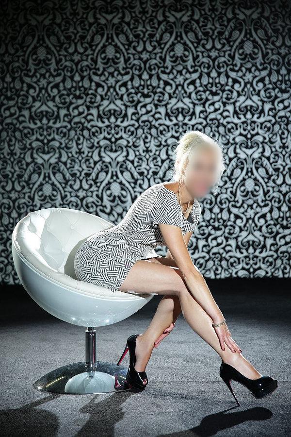 Miley cyrus backstage sex tape